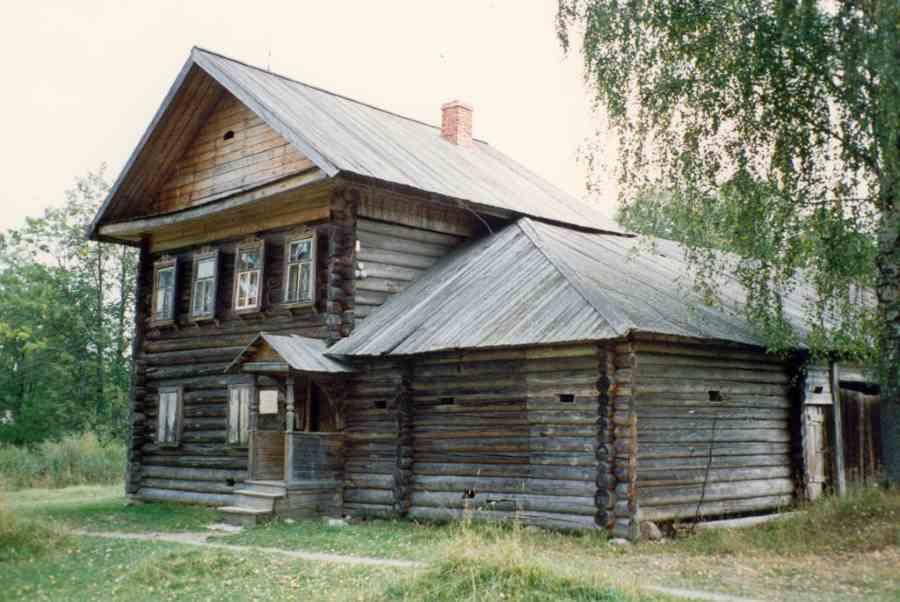 Музей деревянного зодчества в д.Митино под Торжком. Фото Валерия Писигина. 1997 г.