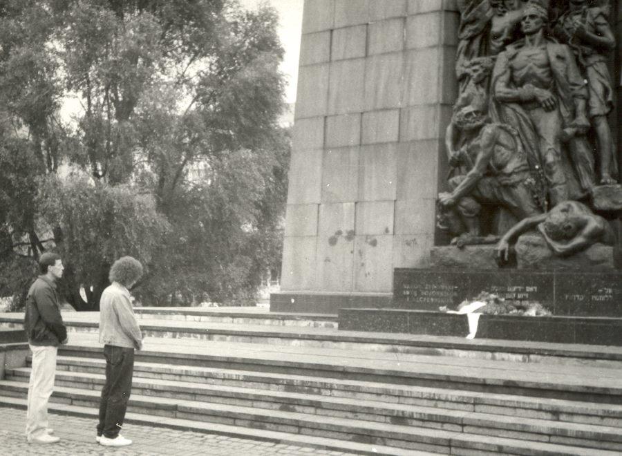 У Мемориала Героям Варшавского гетто. Август 1989 г.