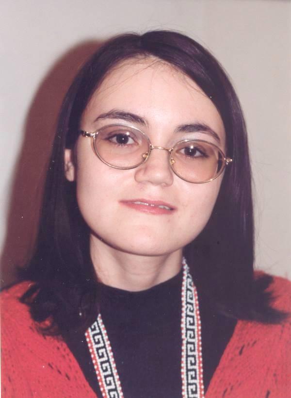 Ксения, 16 лет. Анадырь. Мама - чукчанка, папа - русский. Анадырь, декабрь 1999 г. Фото Валерия Писигина